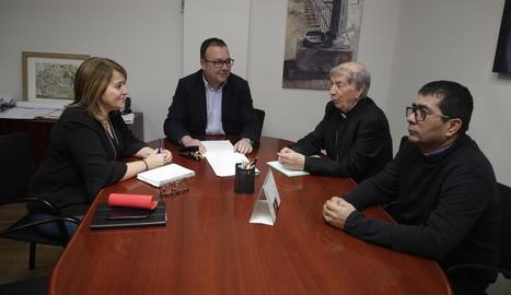 Pujol, Gilart, Giménez i el mossèn d'Alpicat durant la reunió.