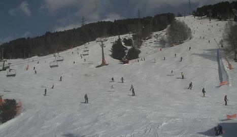 Esquiadors a les pistes de Port Ainé, al Pallars Sobirà.