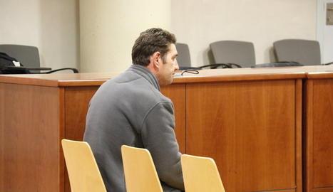 L'acusat de maltractar i violar la seva parella, assegut al judici a l'Audiència de Lleida. Imatge del 9 de gener de 2019
