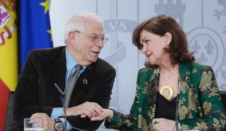 Imatge de Josep Borrell i Carmen Calvo a la roda de premsa després del Consell de Ministres, ahir.