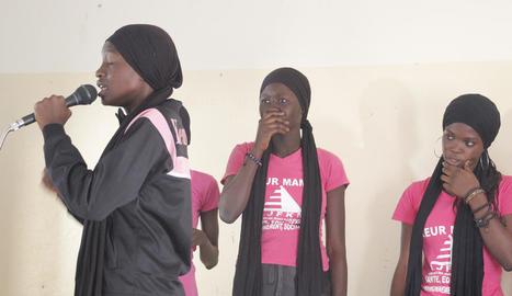 teatre. Alumnes d'una escola de Dakar fent un espectacle teatral sobre els drets sexuals i reproductius dels més joves.