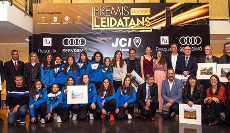 Foto de família dels guardonats a l'esdeveniment que va tenir lloc divendres a Mollerussa.