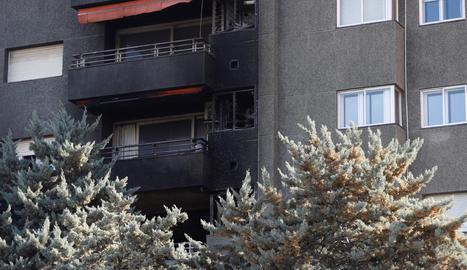 Estat en el qual va quedar la façana de l'edifici després de l'incendi.