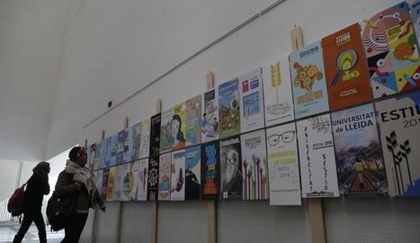 Exposició dels cartells a l'edifici Polivalent de la UdL.