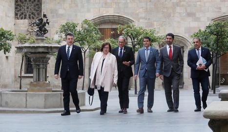 Perelló, Torra i Puigneró, amb els representants de les altres tres diputacions.
