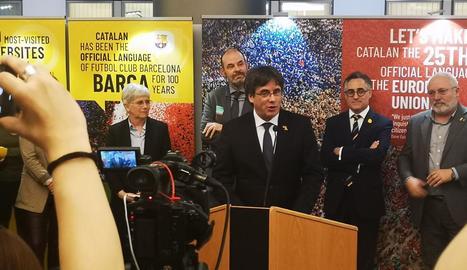 Puigdemont, ahir durant l'atenció als mitjans a la seu del Parlament Europeu a Brussel·les.