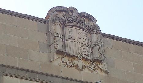 Imatge d'arxiu de l'escut franquista del parc de Gardeny.