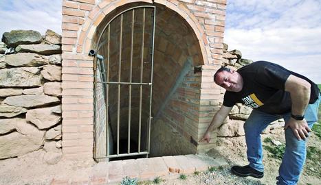 Xavier Pintó, a l'accés al túnel del camp d'aviació.