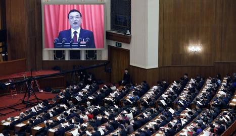 El primer ministre xinès, Li Keqiang, durant la seua intervenció davant de l'Assemblea Popular Nacional.