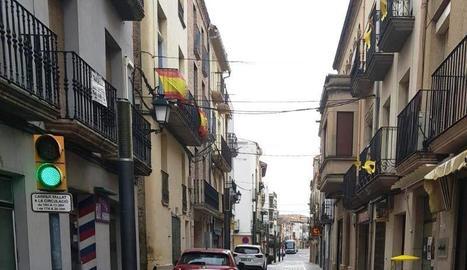 Pilones en dos carrers de les Borges per evitar la circulació de vehicles