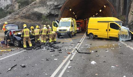 Un ferit crític en un xoc entre un cotxe i una furgoneta a Gerri de la Sal