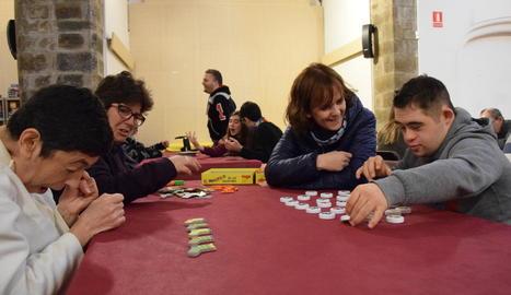 Alumnes del col·legi Mossèn Albert Vives van estrenar ahir la quarta edició del festival.