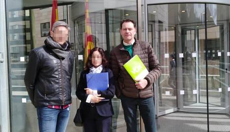 José Antonio Ortiz Cambray, a la dreta, el passat dilluns dia 4, després de presentar una denúncia davant la Fiscalia de Lleida.