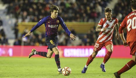 Els futbolistes del Girona celebren el primer títol de la Supercopa de Catalunya per al club al vèncer el Barça a Sabadell.