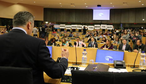 Javier Ortega va fer la seua conferència malgrat les protestes.