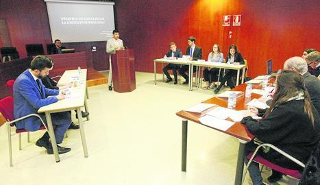 Debat universitari sobre ventres de lloguer
