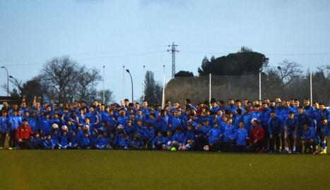 Entrenament conjunt de la primera plantilla i els jugadors de la base del Lleida