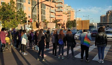 Concentracions feministes provoquen talls de trànsit en punts de Barcelona