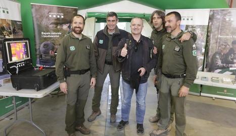 L'actor Toni Albà, a l'estand dels Agents Rurals, ahir durant la inauguració de Fira Natura.