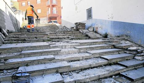 Renovació de les escales entre els carrers García Lorca i Soldevila
