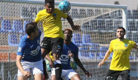 El Lleida Esportiu B va saber patir en defensa per emportar-se els tres punts i allunyar-se del descens.