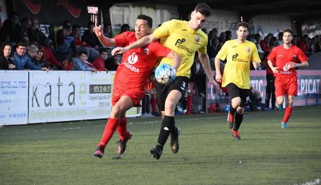 Els locals van marcar el ritme del partit i van aconseguir fer tres gols.