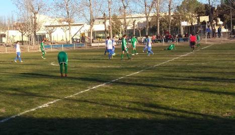 Una jugada del partit d'ahir entre la Fuliola i el Balàfia B.