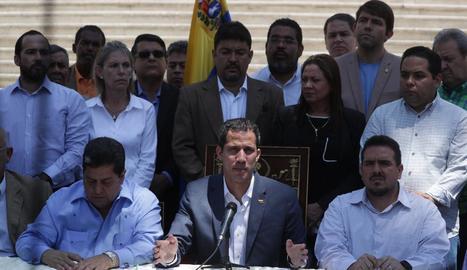 Juan Guaidó durant la compareixença que va fer ahir.