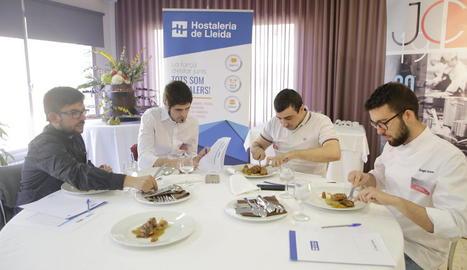 Els joves cuiners van haver d'elaborar un plat principal amb ànec i unes postres amb pera o poma de Lleida.
