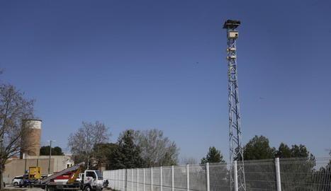 La Paeria instal·la una torre amb nius artificials a Gardeny