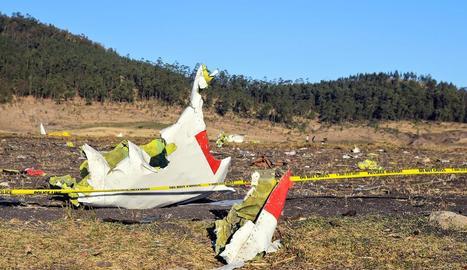 Imatge de les restes de l'aparell sinistrat diumenge tot just enlairar-se d'Addis Abeba