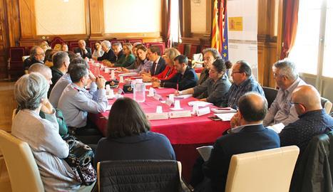 Una imatge de la reunió de la comissió agrària de preparació de la campanya de la fruita.