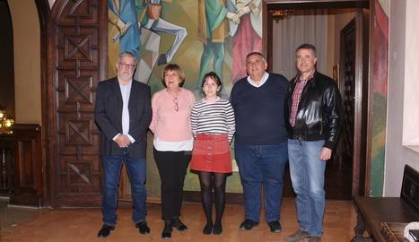 Foto de família dels premiats, entre ells els periodistes José Carlos Monge i Josep Maria Sanuy.