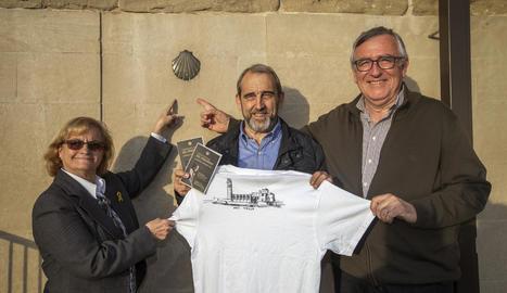 Membres de l'Associació Amics de la Seu Vella van acomiadar ahir el pelegrí lleidatà.