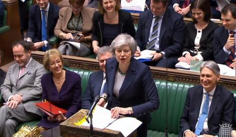 La primera ministra britànica, Theresa May, ahir, durant una de les intervencions a Westminster.