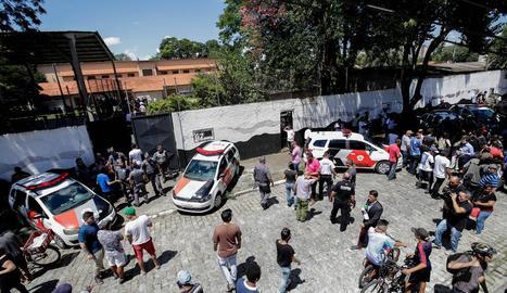 Policia Militar i bombers es van desplaçar fins al lloc dels fets.