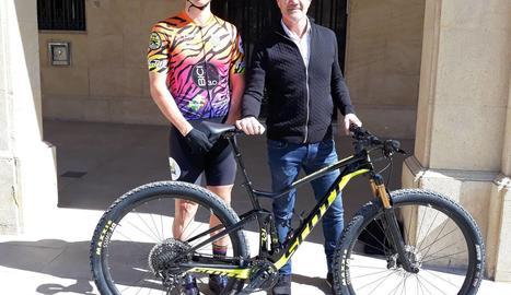 El ciclista mollerussenc, Marc Tugues, participa en la cursa de ciclisme més dura del món