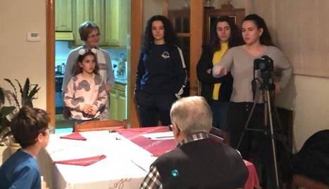 Enregistrament d'un dels cinc vídeos que l'Associació de Joves de Bell-lloc va publicar a les xarxes.