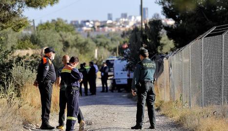 Guàrdies civils, Protecció Civil i bombers van participar en les tasques de recerca dels menors.