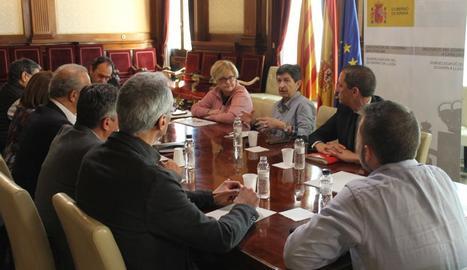 Leal i Cunillera, durant la reunió amb els consells comarcals.