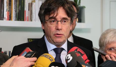 Carles Puigdemont, ahir, mentre anunciava la demanda contra Llarena i l'Estat espanyol.
