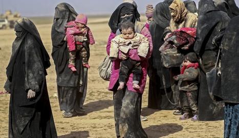 Dones i nens fugen de l'últim reducte d'Estat Islàmic a Síria.