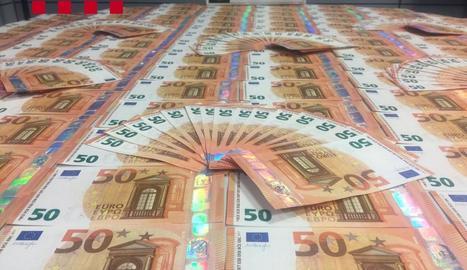 Cau la principal xarxa de distribució d'euros falsos a Catalunya amb vuit arrestos