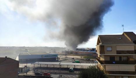 Espectacular incendi a Mollerussa