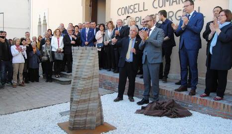 La inauguració del nou monument dedicat als trenta anys del Pla d'Urgell.