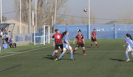 Una jugada del partit d'ahir entre l'AEM i el Pallejà.