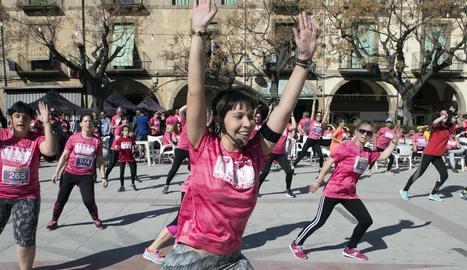 Les dones van prendre els carrers d'Agramunt en una Cursa de la Dona de rècord.