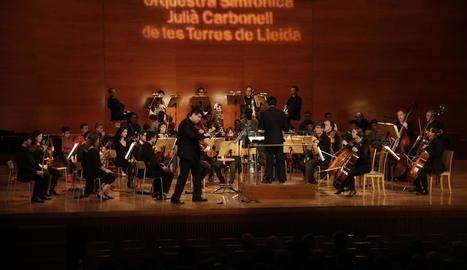 Un moment del concert de l'Orquestra Julià Carbonell, ahir, a l'Auditori.