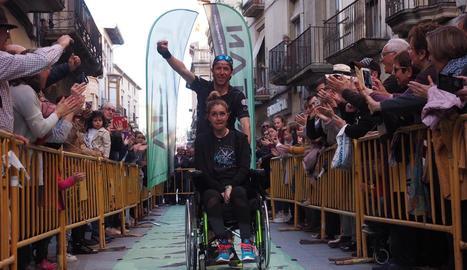 Raül Arenas i Noe Gaya van arribar ahir a Tàrrega, on desenes de veïns els van ovacionar.