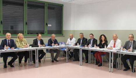 Imatge d'arxiu d'una reunió del consell social.